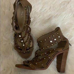 Brown studded suede shoes! Perfect for fall